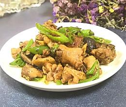 #做道懒人菜,轻松享假期#青椒香菇炒鸡的做法