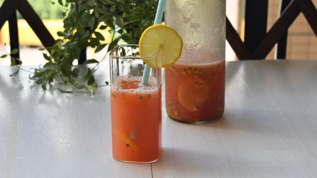 #炎夏消暑就吃「它」#百香果柠檬西柚汁的做法