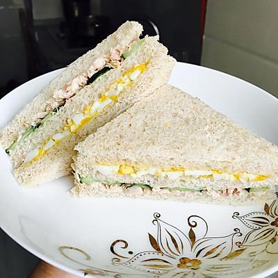 全麦金枪鱼三明治