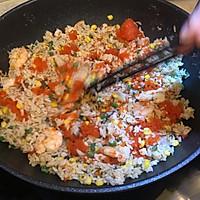 剩饭不用倒,巧手做夏日海鲜菠萝炒饭的做法图解9