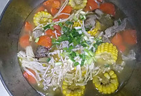 超简单玉米胡萝卜排骨汤的做法