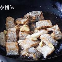 【香辣红烧带鱼】不放一滴水的醇香的做法图解5