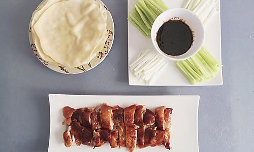 家庭版北京烤鸭+荷叶饼+酱料的做法