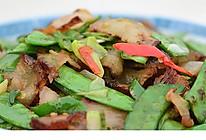 羌山老腊肉炒豌豆片的做法