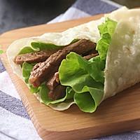 黑椒嫩牛肉卷饼(黑椒嫩牛五方)#利仁电饼铛,烙烤不翻锅#