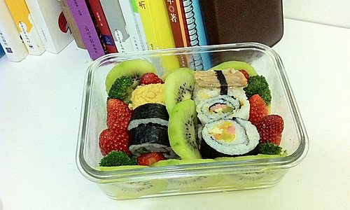 花式寿司便当之繁花似锦(草莓猕猴桃肉松三文鱼)的做法