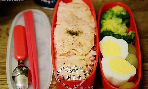 三文鱼杂炊饭便当的做法