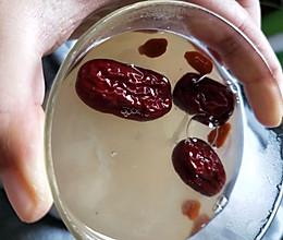 满满胶原蛋白吃出好气色——红枣枸杞莲子银耳汤的做法