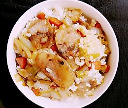 胡萝卜腊肠焖饭#美的初心电饭煲#的做法