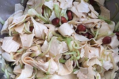 凉拌黄瓜丝油豆皮