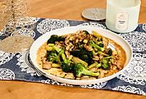 吃不腻的小炒: 西兰花炒鸡肉#憋在家里吃什么#的做法