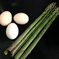 芦笋炒鸡蛋的做法图解1