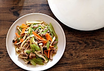 芹菜炒蘑菇的做法