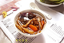黄花菜木耳咸骨汤的做法