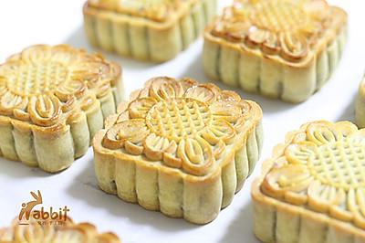 自制广式豆沙蛋黄月饼