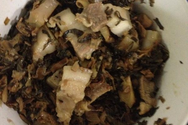 梅菜炖五花肉的做法