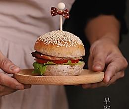 黑米猪扒汉堡的做法