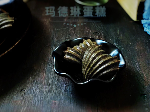 有着金属光泽的蝶豆花玛德琳的做法