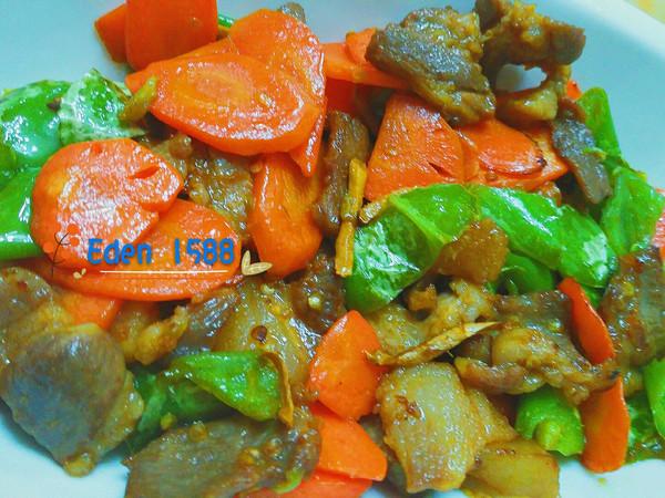 胡罗卜辣椒炒猪肉的做法
