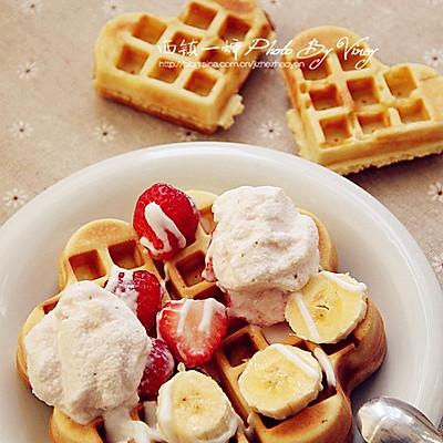 冰淇淋水果华夫饼