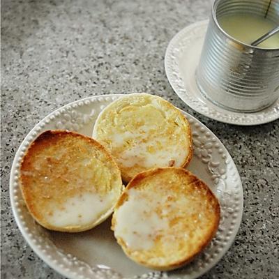 快手早餐:木有猪肉的港式猪仔包/脆皮炼乳面包