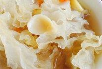 冰糖雪耳百合枸杞莲子糖水的做法