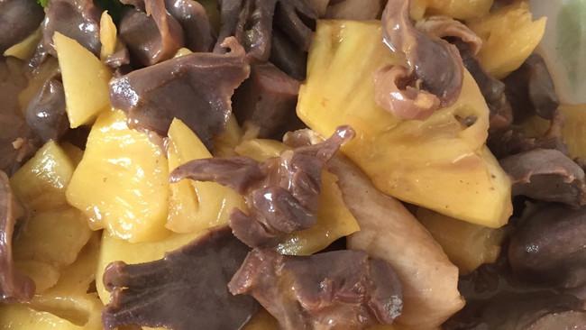鸭肾炒凤梨的做法