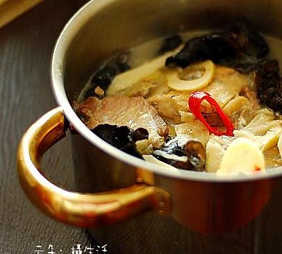 带鱼春笋汤的做法