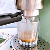 ☕风靡韩国的泡沫咖啡又来啦~的做法图解1