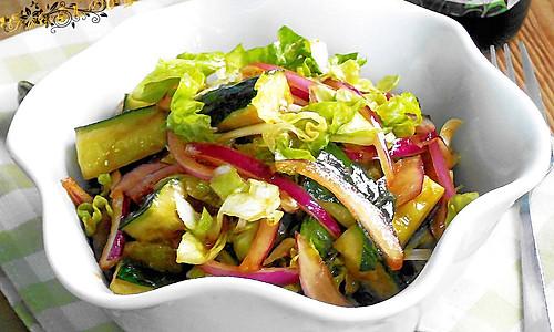 菁选酱油试用之--洋葱青瓜沙拉的做法