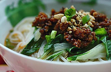 蒜蓉肉末盖浇米线的做法
