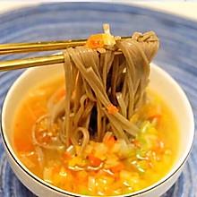 #憋在家里吃什么#解馋解腻吃什么,当然是来一碗酸汤面。