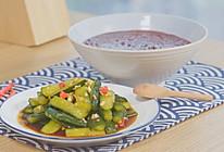 红豆黑米粥&酱黄瓜的做法