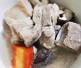 胡萝卜炖排骨的做法