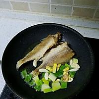 小黄鱼烧蘑菇的做法图解4