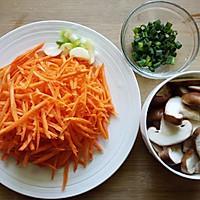 胡萝卜炒香菇的做法图解2