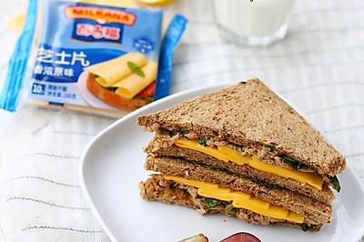 吞拿鱼芝士三明治