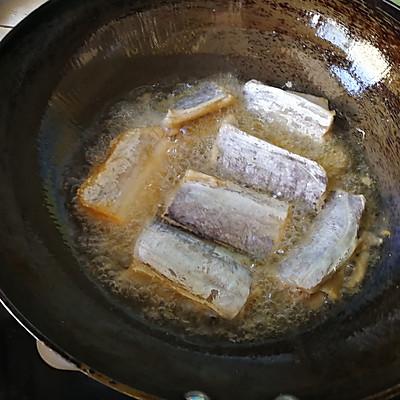 酥骨带鱼的做法 步骤3