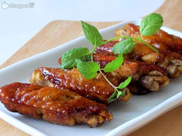 轻而易举两种吃法------黑胡椒烤翅&黑胡椒蜜汁鸡翅的做法