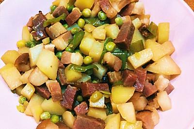 土豆炒腊肉丁,咸香可口