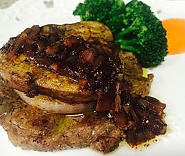 鹅肝配牛排含黑胡椒酱汁做法的做法