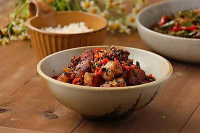超级下饭的肉沫锅巴土豆