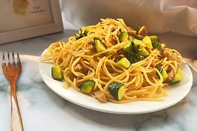 黄瓜这样做简直不仅简单还比饭店做的Q 弹好吃
