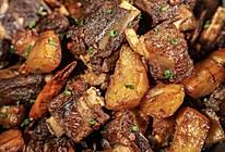 腊排焖洋芋:土豆烧排骨,这样做干香最的做法