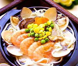 味悠长的海鲜原汁面——【用足八种原料的黄鱼浓汁海鲜面】的做法
