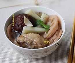 莲藕香菇鲜鸡汤的做法