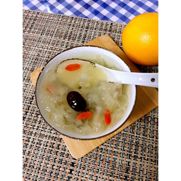 润肺养生银耳莲子汤的做法