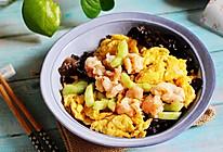 春季要吃的菜~鸡蛋黄瓜炒虾仁的做法