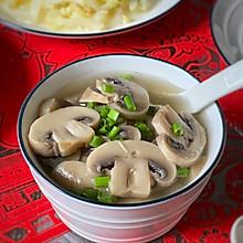 #憋在家里吃什么# 营养丰富的蘑菇汤助你提升免疫力