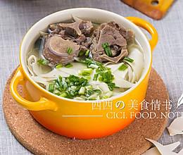 秋季煲汤食谱:香浓牛脊骨汤(15分钟快速煲汤)的做法